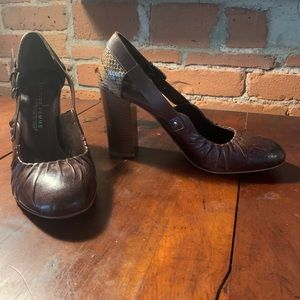 Brown chunk heel leather shoes